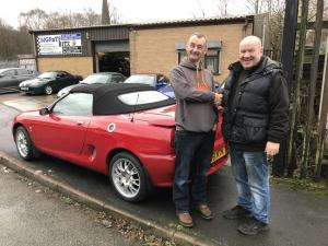 23.MGFnTFBITZ handing MGF Freestyle Little Red over to Friends Round London Creator Lee Pudney for FRL 2019 charity fundraiser for UK Homes 4 Heroes