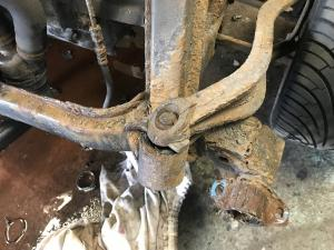 MG TF Nocturne 160 Rear Subframe Renovation at MGFnTFBITZ Rear arm & mount rusted